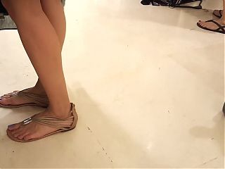 candid teen sexy feets hot blue toes in sandals